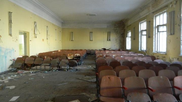 Волгоградские сталкеры пробрались в заброшенный корпус областной больницы