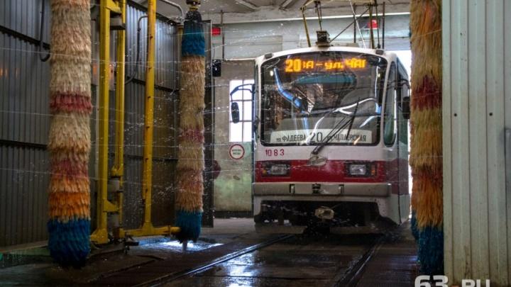 «Убираем каждый уголок»: в депо Самары началась масштабная помывка трамваев и троллейбусов
