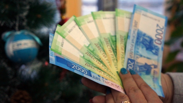 Новые банкноты в 200 и 2000 рублей поступили в Поморье