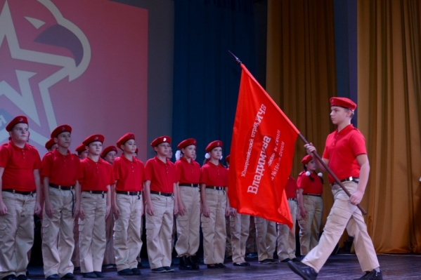 Новобранцам передали флаг юнармии