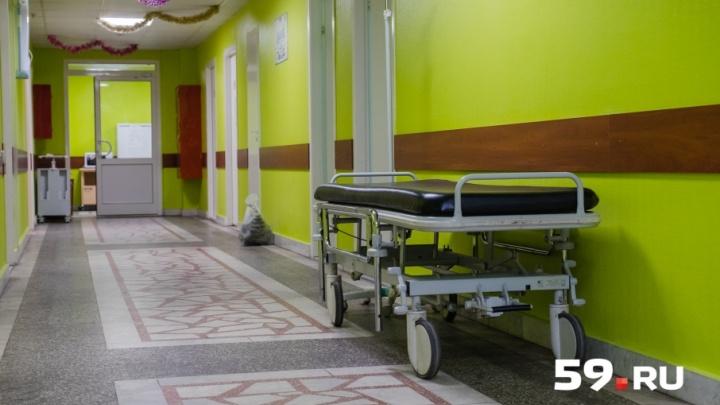«В стабильно тяжёлом состоянии»: школьника, упавшего с моста в Чусовом, доставили в Пермь санавиацией