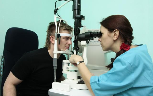 В «экспресс-поликлинике» проверили зрение 45 южноуральцев