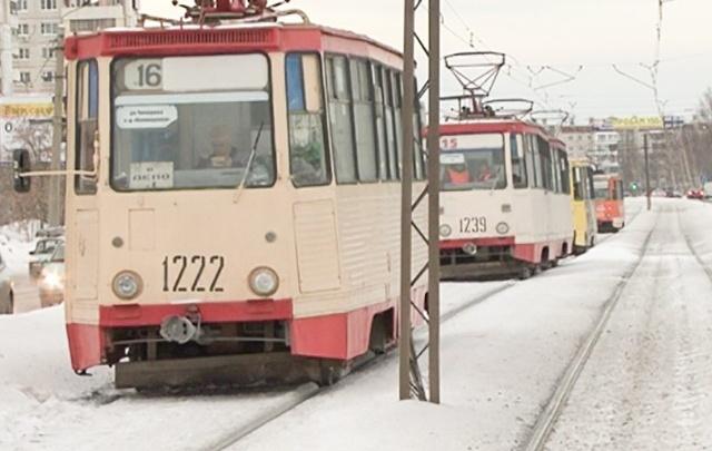 Авария остановила движение трамваев на Горького