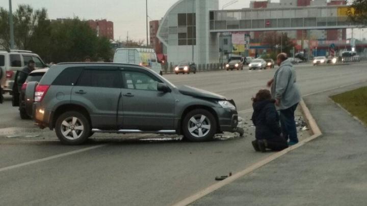 В аварии на Широтной, где пьяный водитель выехал на встречку, пострадала женщина