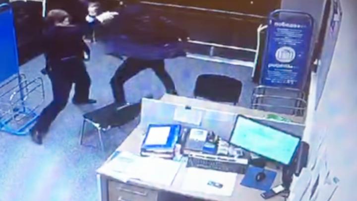 Пассажира самолёта Москва–Челябинск осудили за избиение сотрудника «Победы»