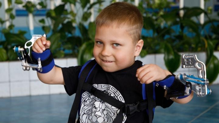 Волгоградские хирурги сделали из авиационного алюминия «вторые руки» маленькому Андреасу