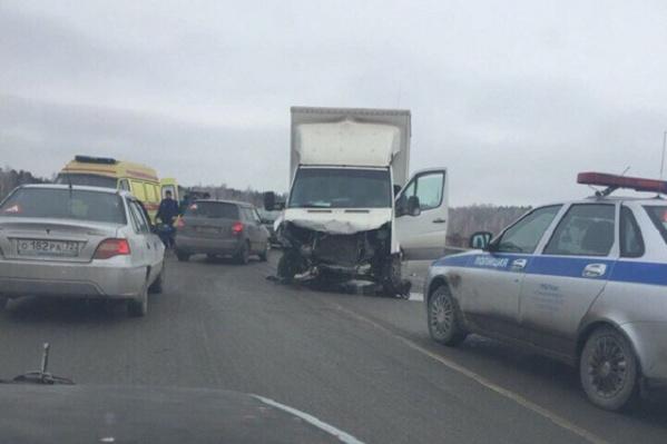Пассажирка легкового автомобиля с тяжелыми травмами доставлена в больницу