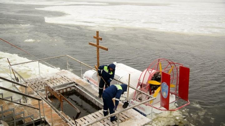 Волгоград отпраздновал Крещение: на Волге убирают купели