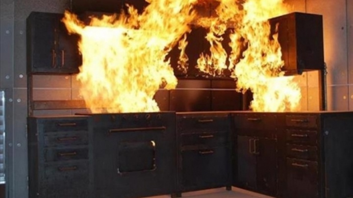 Житель Архангельска готовил ужин и чуть не сжег дом