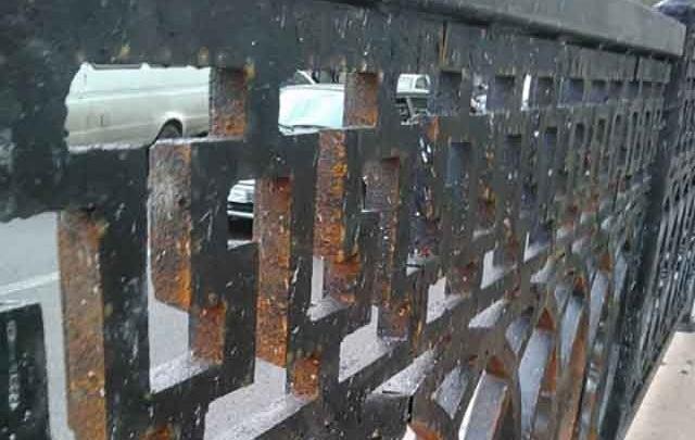 Производителей чугунной решетки на проспекте Ленина накажут за недовес