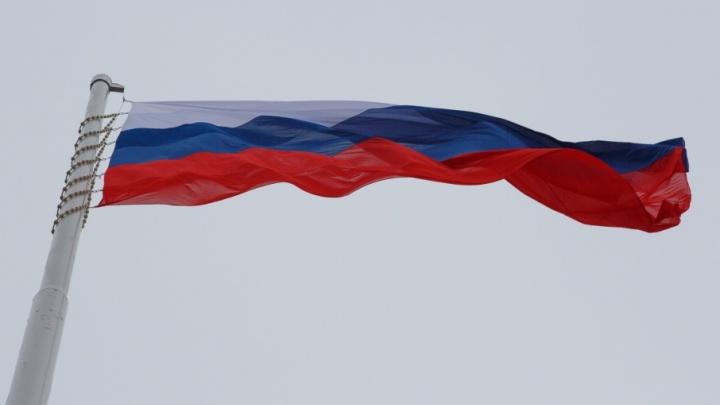 Над центральной набережной Волгограда вновь подняли гигантский флаг