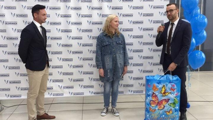 Миллионному пассажиру челябинского аэропорта подарили самолёт
