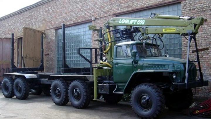 В Онежском районе спущенное колесо грузовика убило рабочего