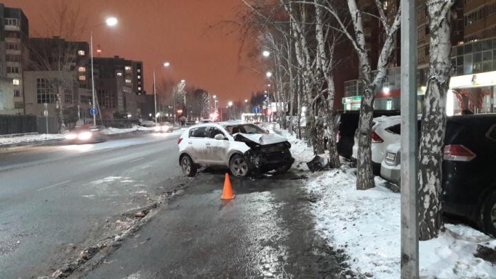 Дорожников накажут за ДТП на Чернышевского, где KIA сбила школьника и врезалась в дерево из-за открытого люка