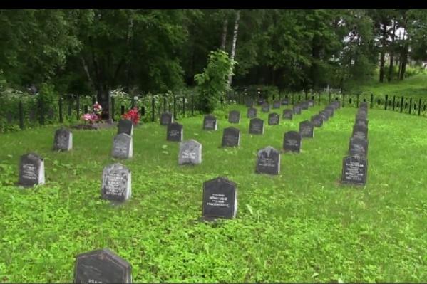 18-летний парень изуродовал могилы солдат