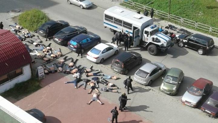 «Обыскали даже унитазы»: полиция устроила жёсткий рейд на Тополиной аллее