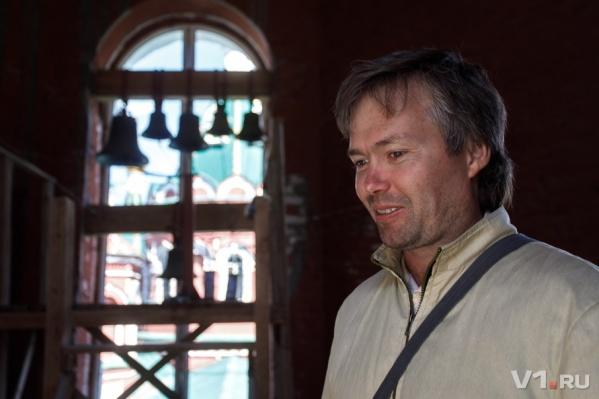 В 25 лет Александр Моренов решил сменить профессию танцора и стал известным в городе звонарем