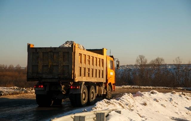 Москвичей наказали за незаконную свалку снега в Тюмени