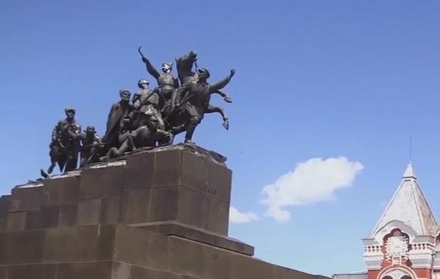 В Самаре с памятника Чапаеву снимут скульптурную группу