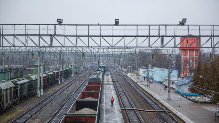 Трагедия у железнодорожных путей: ребёнка насмерть завалило брёвнами
