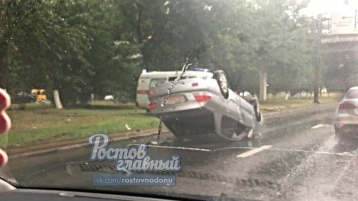 Перевернувшийся на Шолохова автомобиль стал причиной огромного затора