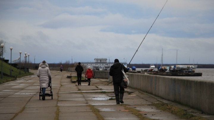 Отдают по кусочкам: администрация Архангельска получила от области еще один причал на Набережной