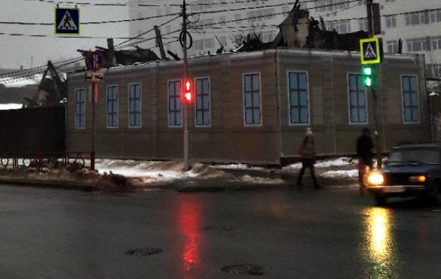 Собственников завешенного фальшфасадом дома на Маяковского заставят снести руины через суд