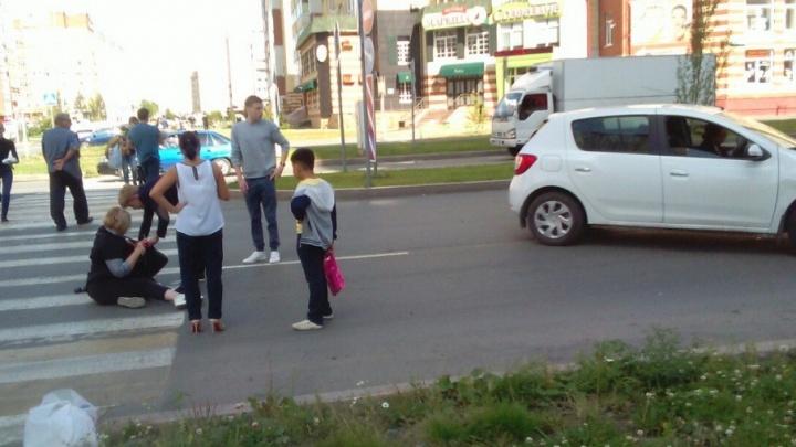 Отвлекшийся водитель сбил тюменку на пешеходном переходе