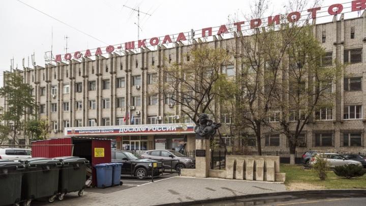 В Волгограде памятник неизвестному герою-лётчику Хользунову оказался у помойки