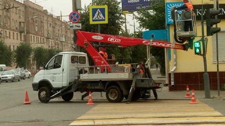 В центре Волгограда поставили два новых светофора