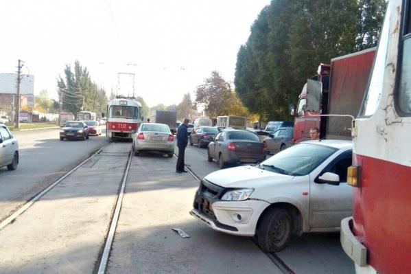 Авария парализовала движение трамваев