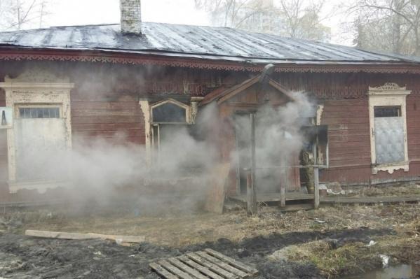 Огонь повредил 30 квадратных метров