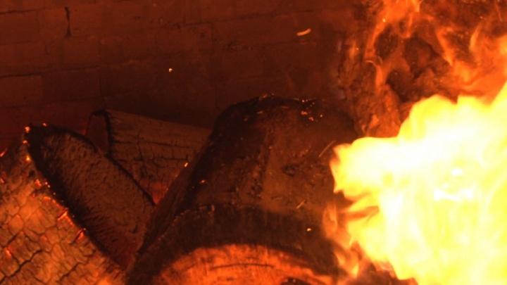 В Верхнетоемском районе две квартиры пострадали в пожаре из-за запоздалого вызова пожарных