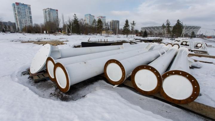 В Волгограде начали ставить 50-метровое колесо обозрения