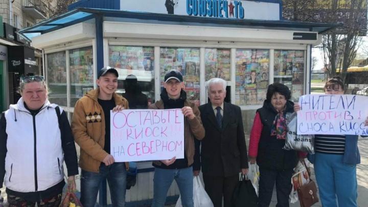 Волгоградцы вышли на митинг против закрытия газетного ларька