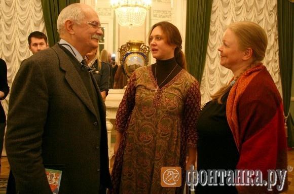 С петербургскими актрисами Натальей Сурковой и Зоей Буряк