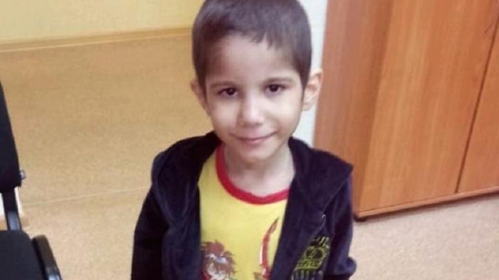 В Волжском ищут родителей потерявшегося маленького мальчика