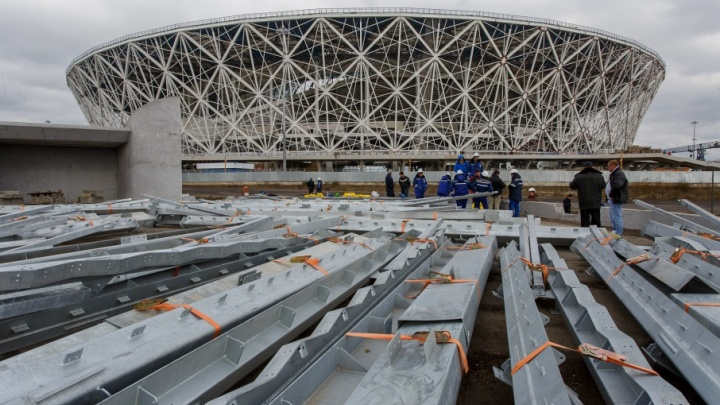 Стадион «Волгоград Арена» будет забрызгивать краской автомобили до зимы