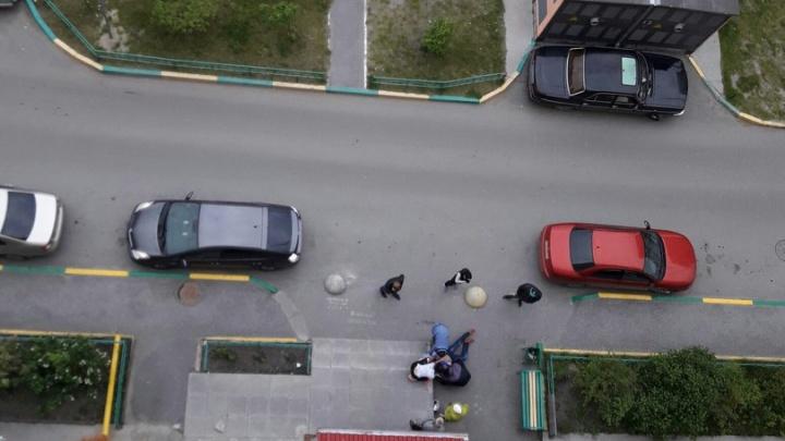 Стрельба на Лесобазе: вооруженные грабители подкараулили тюменца в подъезде