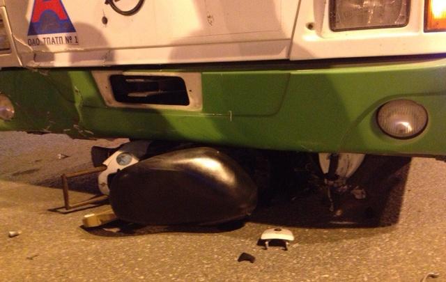 Скутерист, столкнувшийся с автобусом на Республики, находится в реанимации