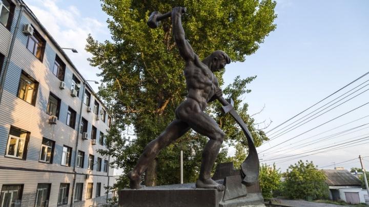 Вырубленный Мемориальный парк Мамаева кургана оставят без меча и орала