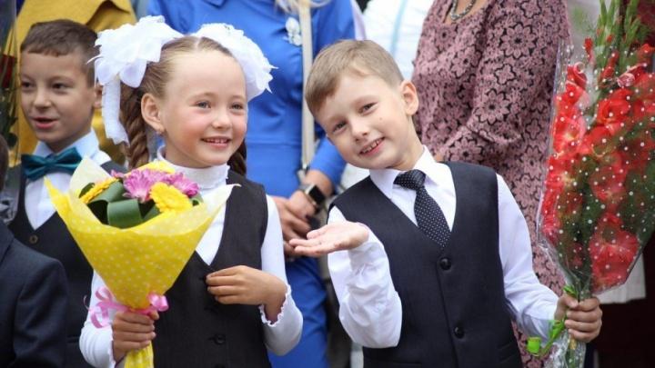 Школа близнецов, Дед Мороз и тема от Путина: Челябинск встретил День знаний