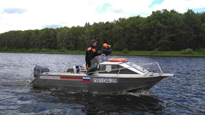 Пропавшего на Волге рыбака начали искать водолазы: есть ли надежда