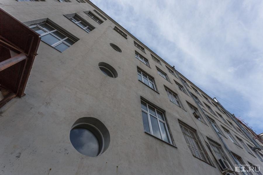 Главный корпус УПИ — одно из самых крупных конструктивистских зданий в Екатеринбурге.