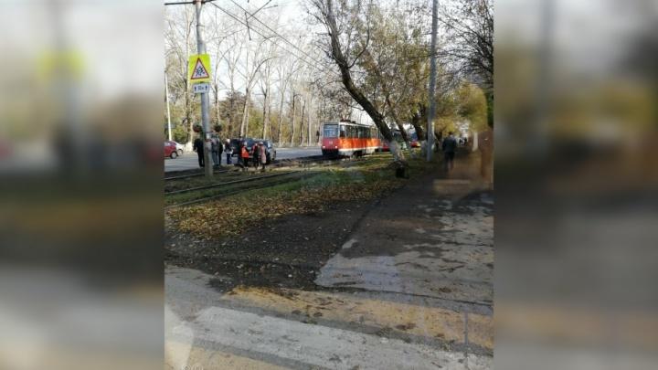 В Перми из-за аварии на путях встали трамваи