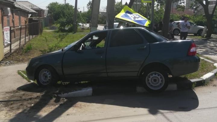В Батайске «Приора» сбила первоклассницу и ее маму, стоявших на тротуаре
