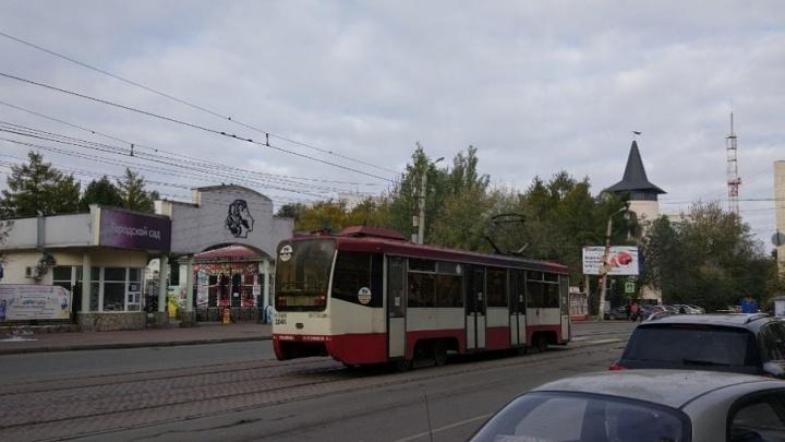 Трамваи в центр и на северо-запад Челябинска встали из-за аварии на путях