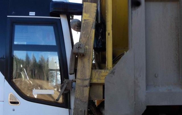 На М-8 столкнулись автобус и большегруз Scania