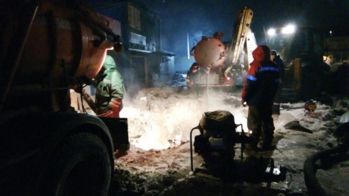 Коммунальную аварию в Перми, из-за которой без воды остаются 9 тысяч человек, устранят к вечеру