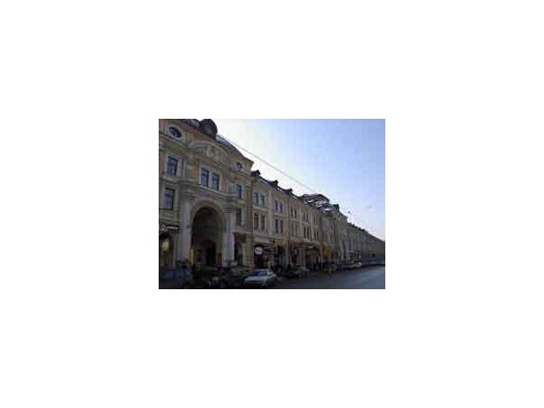 Одно из зданий Апраксина двора в С.-Петербурге, 1910-е гг., сайт  all-photo.ru